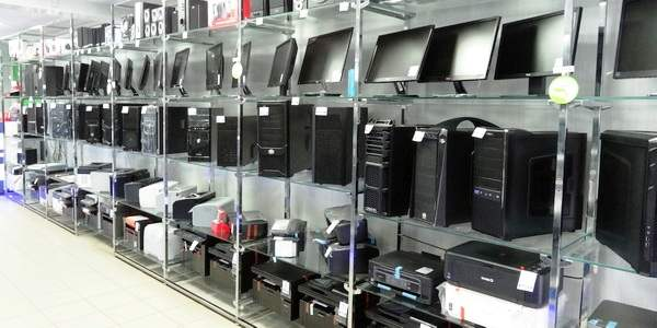 стойка с компьютерами